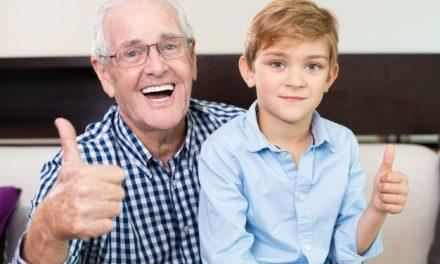 爸媽缺牙該植牙還是裝活動假牙?高齡植牙不可不知的事